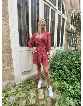 Robe rouge cache coeur